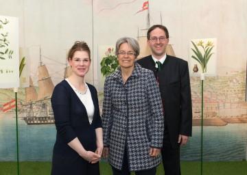 Im Bild von links nach rechts: MMag. Astrid Göttche (Kuratorin der Ausstellung), Tourismuslandesrätin Dr. Petra Bohuslav, Dr. Christian Hlavac (Kurator der Ausstellung)