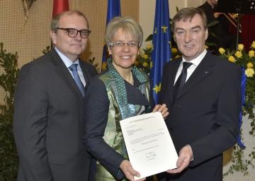Im Bild von links nach rechts: Bezirkshauptmann Mag. Andreas Strobl, Landesrätin Dr. Petra Bohuslav und Bezirkshauptmann Mag. Ernst Anzeletti