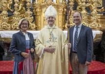 Landeshauptfrau Johanna Mikl-Leitner mit Abt Pius Maurer und seinem Bruder Friedrich Maurer.