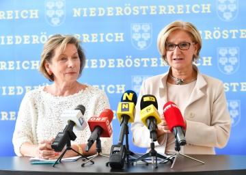 """Landeshauptfrau Johanna Mikl-Leitner und die Präsidentin der Wirtschaftskammer NÖ, Sonja Zwazl, informierten über die Initiative """"Begabungskompass""""."""