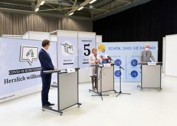 Bundeskanzler Sebastian Kurz, Landeshauptfrau Johanna Mikl-Leitner und Bürgermeister Klaus Schneeberger in Wiener Neustadt<br /> <br /> <br />