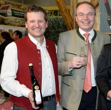 Großer Erfolg für Niederösterreich: Weltmeister Georg Hiebl und Agrar-Landesrat Dr. Stephan Pernkopf. (v.l.n.r.)