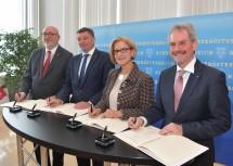 Bei der Unterzeichnung der Vereinbarung: ÖBB-Vorstandsvorsitzender Andreas Matthä, Bundesminister Jörg Leichtfried, Landeshauptfrau Johanna Mikl-Leitner und Landesrat Karl Wilfing (v. l. n. r.).