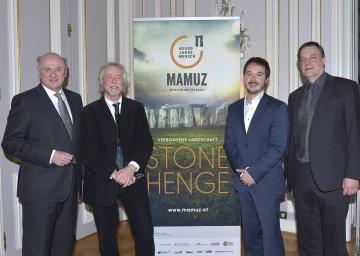 Präsentierten die diesjährige Ausstellung im MAMUZ Museum Mistelbach: Landeshauptmann Dr. Erwin Pröll, Co-Kurator Dr. Julian Richards, Geschäftsführer Mag. Matthias Pacher und Kurator Dr. Wolfgang Neubauer (v.l.n.r.)