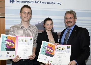 Den Siegerinnen und Siegern des diesjährigen NÖ Jugendredewettbewerbs gratulierte LR Mag. Karl Wilfing (re.) gestern, 16. April, in St. Pölten.