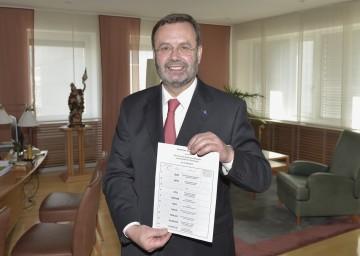 Landtagspräsident Ing. Hans Penz informierte über die Europawahl 2014.