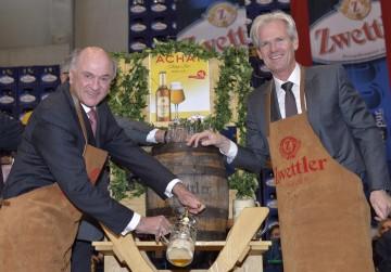 Landeshauptmann Dr. Erwin Pröll und der Geschäftsführer der Brauerei Zwettl, Mag. Karl Schwarz.