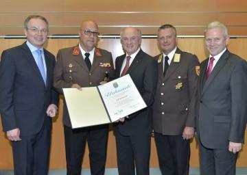 Feuerwehrjubiläen im NÖ Landhaus: U. a. wurde die FF Langenlois für ihr 150-jähriges Bestehen geehrt.