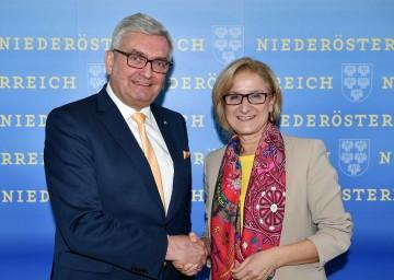 Zusammenarbeit von Land Niederösterreich und den Gemeinden: Gemeindebund-Präsident Alfred Riedl und Landeshauptfrau Johanna Mikl-Leitner (v.l.n.r.)
