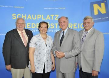 Landeshauptmann Dr. Erwin Pröll präsentierte heute gemeinsam mit den Bürgermeistern der betroffenen Gemeinden die Landesausstellung 2011. Im Bild Josef Gittel, Bad Deutsch-Altenburg, Ingrid Scheumbauer, Petronell-Carnuntum, und Karl Kindl, Hainburg (v.l.n.r).