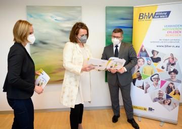 BhW Niederösterreich Geschäftsführerin Therese Reinel, Landesrätin Christiane Teschl-Hofmeister und Landesrat Ludwig Schleritzko (v.l.n.r.)