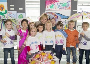Landesrätin Mag. Barbara Schwarz und kleine Künstler des NÖ Landhauskindergartens