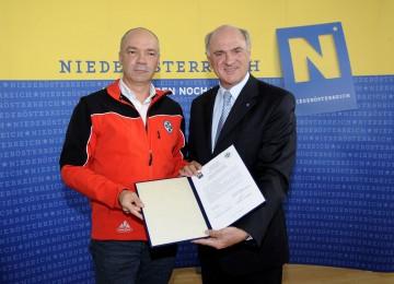 Finanzielle Unterstützung für Bergrettung: LH Dr. Erwin Pröll und Landesleiter Franz Lindenberg unterzeichneten heute den Fördervertrag, der jährlich eine Landeshilfe in der Höhe von 350.000 Euro zusichert.