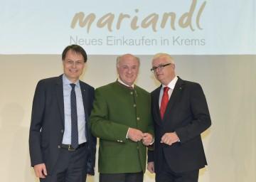 """Eröffnung des """"Mariandl"""" in Krems: Spar-Vorstandsvorsitzender Dr. Gerhard Drexel, Landeshauptmann Dr. Erwin Pröll, Mag. Marcus Wild (Vorsitzender Geschäftsführung SES Spar European Shopping Centers"""") v.l.n.r."""