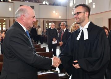 Landeshauptmann Dr. Erwin Pröll mit Mag. Lars Müller-Marienburg bei der Amtseinführung des neuen Superintendenten.