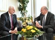 Landeshauptmann Dr. Erwin Pröll beim Arbeitsgespräch mit dem Kreishauptmann von Südmähren, JuDr. Bohumil Simek.