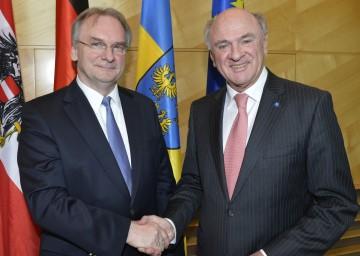 Zusammentreffen in St. Pölten: Landeshauptmann Dr. Erwin Pröll und der Ministerpräsident von Sachsen-Anhalt, Dr. Reiner Haseloff.