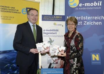 NÖ Mobilitätsstrategie präsentiert: Umwelt-Landesrat Dr. Stephan Pernkopf und Wirtschafts-Landesrätin Dr. Petra Bohuslav (v.l.n.r.)