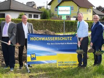 GfGR Herbert Grillhofer, GfGR Manfred Schwarzl, LH-Stellvertreter Dr. Stephan Pernkopf und Bürgermeister Otto Jäger beim Spatenstich für den Hochwasserschutz in Kemmelbach. (v.l.n.r.)