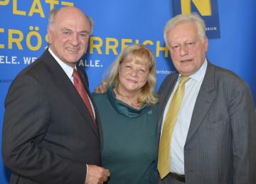 """Landeshauptmann Dr. Erwin Pröll, Marianne Mendt und Johannes Kunz bei der Präsentation des \""""Jazz-Herbst\"""", der ab 2014 in Grafenegg stattfinden wird."""