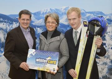 NÖ Werbung-Geschäftsführer Prof. Christoph Madl, LR Dr. Petra Bohuslav und Bergbahnen Beteiligungsgesellschaft-Geschäftsführer Mag. Markus Redl (v.l.n.r.) informierten heute im Rahmen einer Pressekonferenz über den Wintertourismus in Niederösterreich.