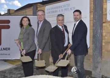 Im Bild von links nach rechts: Landtagsabgeordnete Doris Schmidl, Landesrat Dr. Stephan Pernkopf, Bürgermeister Anton Gonaus und Nationalratsabgeordneter Mag. Friedrich Ofenauer.