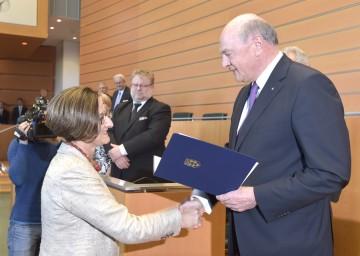 Angelobung der neuen Landeshauptmann-Stellvertreterin Mag. Johanna Mikl-Leitner im NÖ Landtag durch Landeshauptmann Dr. Erwin Pröll.
