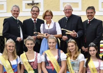 Im Bild von links nach rechts: Landesrat Karl Wilfing, Kurt Jantschitsch, Bürgermeister Bad Pirawarth, Landeshauptfrau Johanna Mikl-Leitner, Richard Schober, Bürgermeister Gaweinstal, Landtagsabgeordneter Manfred Schulz.