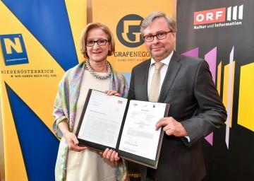 Landeshauptfrau Johanna Mikl-Leiter und ORF-Generaldirektor Alexander Wrabetz unterzeichneten den neuen Rahmenvertrag.