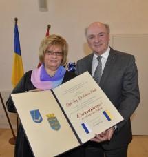 Überreichung der Ehrenbürgerschaft durch Bürgermeisterin Margit Straßhofer an Landeshauptmann Dr. Erwin Pröll.