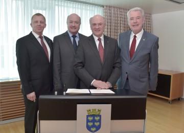 Zweiter Vizebürgermeister Horst Karas, Erster Vizebürgermeister Dr. Christian Stocker, Landeshauptmann Dr. Erwin Pröll und Bürgermeister Mag. Klaus Schneeberger (v. l. n. r.)
