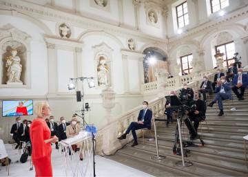 """Landeshauptfrau Johanna Mikl-Leitner sagte: """"Europäisch denken und regional handeln ist genau das, was Europa heute braucht""""."""