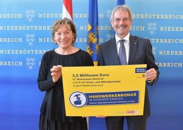Landesrat Karl Wilfing und NÖ Wirtschaftskammer-Präsidentin Sonja Zwazl präsentierten den ab 1. Jänner 2018 gültigen Handwerkerbonus.
