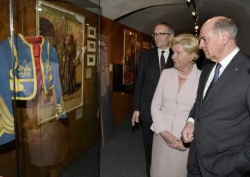 Rundgang durch die Ausstellung: Schallaburg-Geschäftsführer Kurt Farasin, Elisabeth Pröll und Landeshauptmann Dr. Erwin Pröll. (v.l.n.r.)