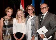 Landeshauptfrau Johanna Mikl-Leitner mit Bezirkshautmann Andreas Strobl und dessen Familie.
