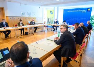 """""""Runder Tisch"""" zur Thematik der Holztransporte durch das Waldviertel"""