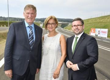 Eröffneten die Umfahrung Zwettl: Bürgermeister Herbert Prinz, Landeshauptfrau Johanna Mikl-Leitner und Verkehrs-Landesrat Ludwig Schleritzko (v.l.n.r.)
