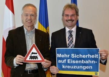 NÖVOG-Geschäftsführer Dr. Gerhard Stindl und LR Mag. Karl Wilfing (v.l.) informierten heute, 31. Jänner, über die Sicherheitsmaßnahmen, die bis 2014 auf der Mariazellerbahn umgesetzt werden sollen.