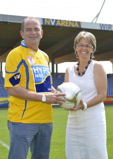 Austria-Legende Herbert Prohaska besuchte St. Pöltens neues Stadion kurz vor der Eröffnung am 7. Juli.
