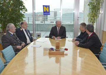 RK-Präsident Willi Sauer, ASBÖ-Präsident Otto Pendl, Landeshauptmann Dr. Erwin Pröll, GKK-Obmann Gerhard Hutter, LR Maurice Androsch (v. l. n. r.).