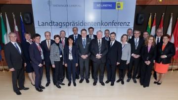 Niederösterreichs Landtagspräsident Hans Penz (5.v.r.) mit weiteren Teilnehmern an der Landtagspräsidentenkonferenz in Brüssel.