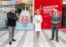 20 Jahre Karikaturmuseum Krems: Gottfried Gusenbauer, künstlerische Direktor des Karikaturmuseums Krems, Landeshauptfrau Johanna Mikl-Leitner und Landeshauptmann a. D. Erwin Pröll (v.l.n.r.)