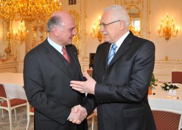 Landeshauptmann Dr. Erwin Pröll absolvierte heute einen Arbeitsbesuch bei Staatspräsident Dr. Vaclav Klaus in Tschechien.