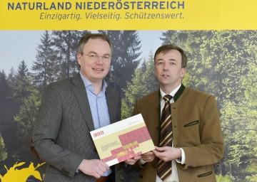 Große Bemühungen, dass das einzigartige Wildnisgebiet Dürrenstein zum UNESCO-Weltnaturerbe erklärt wird: Landesrat Dr. Stephan Pernkopf und Geschäftsführer DI Dr. Christoph Leditznig (Wildnisgebiet Dürrenstein). (v.l.n.r.)