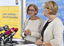 Landeshauptfrau Johanna Mikl-Leitner und Sozial-Landesrätin Barbara Schwarz informierten über das Ausbauprogramm der NÖ Pflege- und Betreuungszentren. (v.l.n.r.)