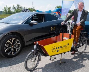LH-Stellvertreter Stephan Pernkopf ist von den innovativen e-Lastenrädern überzeugt