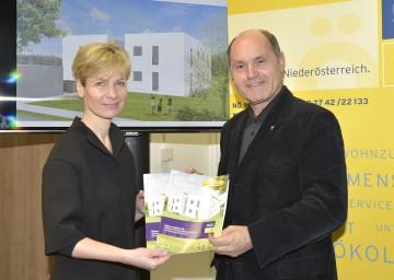 DI Anne Mautner-Markhof, Vorsitzende des NÖ Gestaltungsbeirates, und Landeshauptmann-Stellvertreter Mag. Wolfgang Sobotka stellten Programm für kostengünstiges Wohnen in Niederösterreich vor .