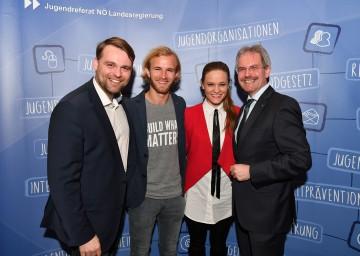 Bürgermeister Lukas Michlmayr, stellvertretender Vorsitzender des NÖ Jugendrates, Peter Alexander Hackmair, Theresa Kitzwögerer und Jugend-Landesrat Mag. Karl Wilfing beim NÖ Jugendforum 2017. (v.l.n.r.)
