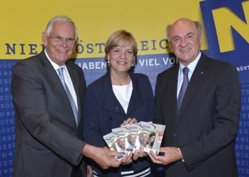 Landeshauptmann Dr. Erwin Pröll, Landesrätin Mag. Barbara Schwarz und IMC-Geschäftsführer Dr. h.c. Heinz Boyer (von rechts) präsentierten die Erste Niederösterreichische SeniorInnen-Uni, die im Herbst in Krems ihren Betrieb aufnehmen wird.