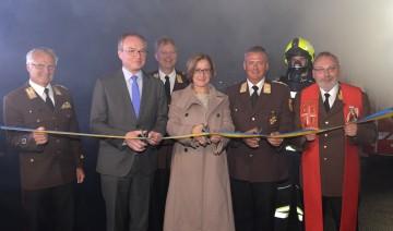 Eröffnung der neuen zentralen Atemschutzwerkstätte durch Landeshauptfrau Johanna Mikl-Leitner, LH-Stellvertreter Stephan Pernkopf und Landesfeuerwehrkommandant Dietmar Fahrafellner.